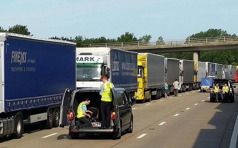 calais-queuing-wed_3360242b.jpg