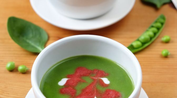 Festive Flavours: Pea and Spinach Soup with Beetroot Swirl